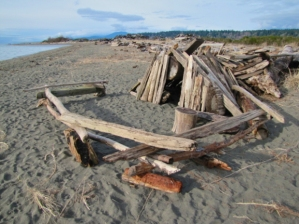 Creative Log shelters. photo credit: http://howsitgoing-eh.com